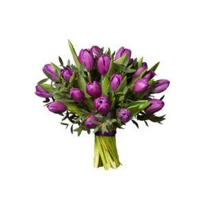 Bukett med enfärgade lila tulpaner tillsammans med gröna blad. Finns att beställa som blommogram hos Interflora, en väletablerad blomsterförmedlare med lång erfarenhet av att skicka blommor.