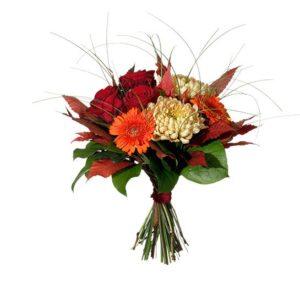 Bukett med storblommig krysantemum, rosor och germini i orange, rött, grönt och vitt. Blommografera buketten med ett bud från Interflora och gör någon glad!