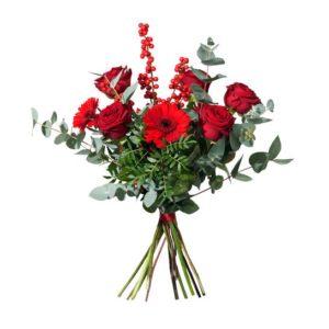 Julbukett i rött och grönt, med rosor, germini, ilex och grönt. Skicka blommorna med ett blommogram från Interflora och önska God Jul!