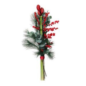 Snittbukett med amaryllis, ilex, mjuktall och eukalyptus. Skicka julbuketten med ett blommogram från Interflora och önska God Jul!