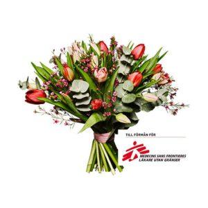 Bukett med tulpaner, vaxblomma och eucalyptus. Blommorna kommer från Interflora.