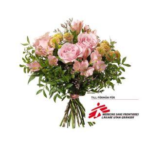 Bukett med blommor i rosa; rosor, alstroemeria, limonium, santini och gröna blad. En morsdagsbukett ur Interfloras sortiment.