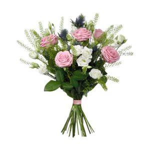 Interfloras Junibukett, med rosor, tistlar och prärieklocka.