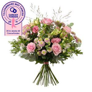 Rosa Bandet-bukett från Interflora, med rosor, prärieklocka, krysantemum, alstroemeria, eukalyptus och gröna blad.