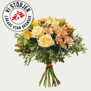 Bukett med rosor, alstroemeria, storblommig krysantemum, hypericum och grönt. Superfin! Blommorna finns att beställa hos Interflora.